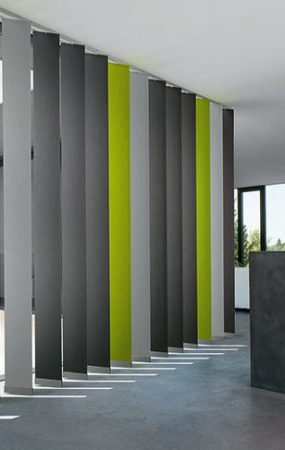 Lamellen Vorhänge von Engstler Raumdesign.