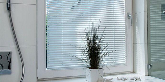 sonnenschutz lamellen jalousien sonnenschirme markisen bei engstler allg u. Black Bedroom Furniture Sets. Home Design Ideas